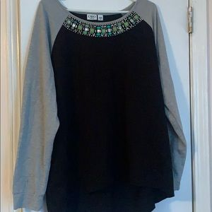 Comfortable blouse with jewels